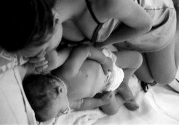 Η μητέρα μεγαλώνει το μωρό ή το μωρό τη μητέρα;